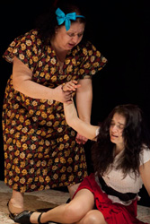 Norma Angélica and Julieta Ortiz in <i>Roma al final de la vía</i>