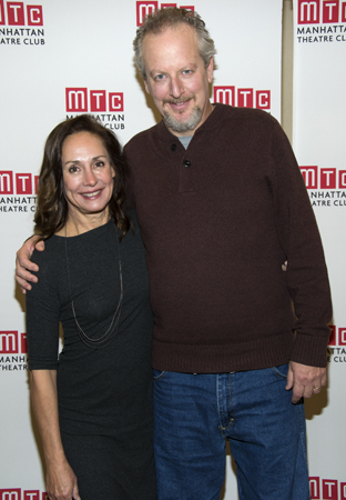 laurie metcalf husband - photo #35