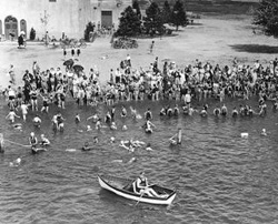 Green Lake bathers in the 1930s, with the newly-built bathhouse in the background.