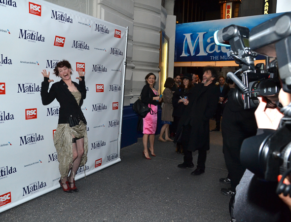As Gaiman looks on, Palmer works the press line in her signature style.<br />(© David Gordon)
