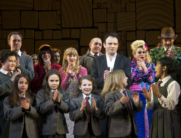 Applause all around as the cast bids farewell to the audience.<br />(© David Gordon)
