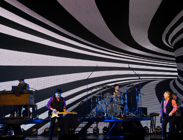 The Rascals show off their psychedelic opening.<br />(© David Gordon)
