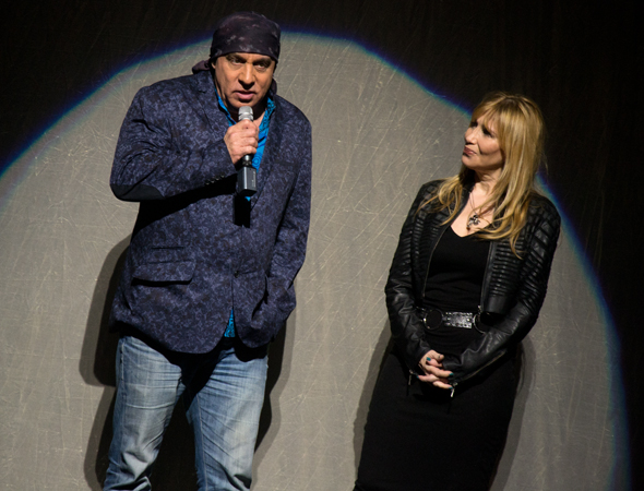 Steven and Maureen Van Zandt introduce The Rascals.<br />(© David Gordon)