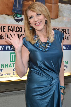 Comedienne Lisa Lampanelli waves to the friendly photographers.<br />(© David Gordon)