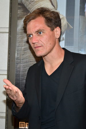 Michael Shannon strikes a pose on the red carpet.<br />(© David Gordon)
