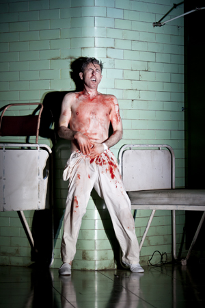 Alan Cumming covered in blood as the murderous Macbeth<br />© Jeremy Daniel
