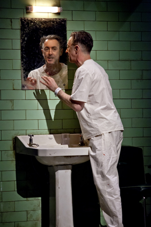 Alan Cumming speaks to his reflection in the mirror as one (or two) of the characters in <i>Macbeth</i><br />© Jeremy Daniel