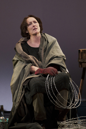 Fiona Shaw stars in <i>The Testament of Mary</i><br />© Paul Kolnik