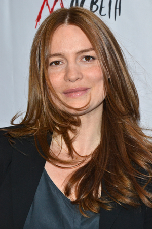 Saffron Burrows is proud to support her old pal (and former flame), Alan Cumming, on opening night.<br />(© David Gordon)