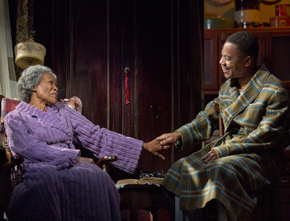 Cicely Tyson as the spirited Carrie Watts in a scene with Cuba Gooding Jr. as her son Ludie<br />© Joan Marcus