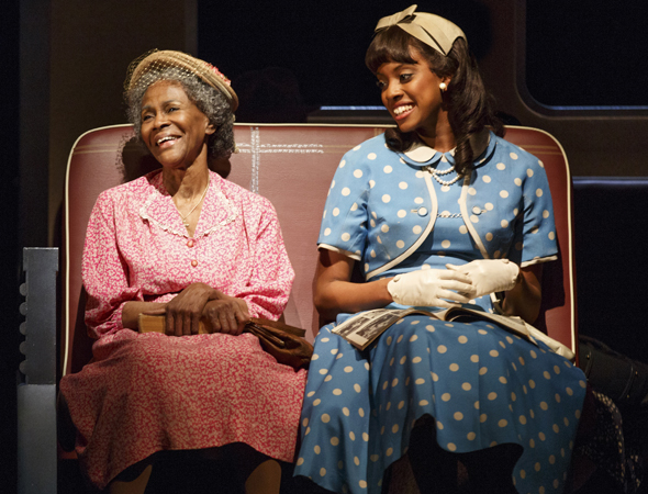 Cicely Tyson (Carrie Watts) with Condola Rashad (Thelma), the kind stranger she meets on her journey to Bountiful, TX<br />© Joan Marcus