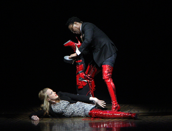Billy Porter helps out Katie Finneran by taping up her Kinky Boot.<br />(© David Gordon)