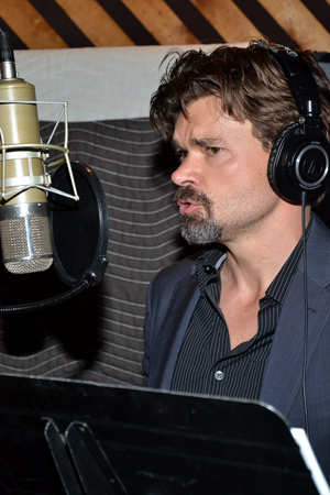 Sing out, Hunter Foster!<br />(© David Gordon)
