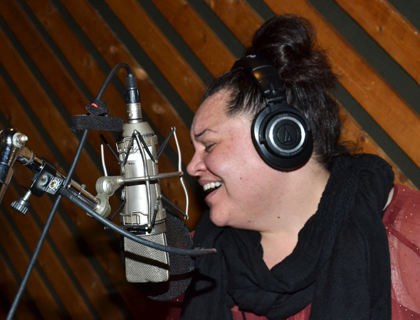 Keala Settle gets into the spirit of the music.<br />(© David Gordon)