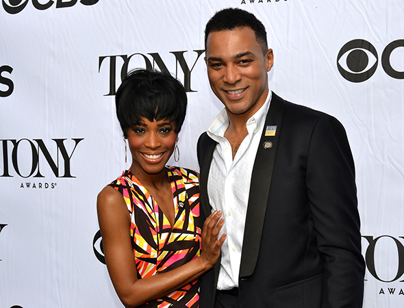 <i>Motown the Musical</i> stars Valisia LeKae and Charl Brown smile for the cameras.<br />(© David Gordon)