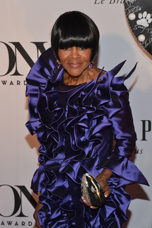 Best Performance by an Actress in a Leading Role in a Play thespian Cicely Tyson (<I>The Trip to Bountiful</I>) has an even poofier dress. Take that, Carolee!<br />(© David Gordon)