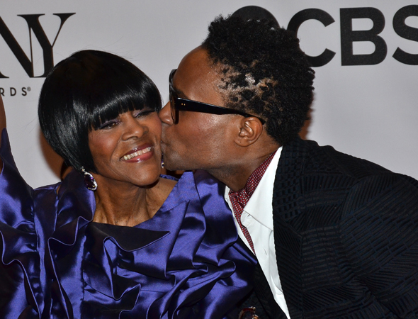 Billy Porter plants a big kiss on Cicely Tyson.<br />(© David Gordon)