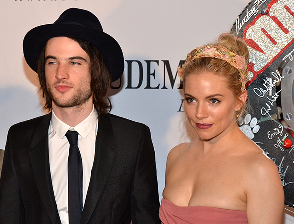 Tom Sturridge and Sienna Miller pose for the cameras.<br />(© David Gordon)