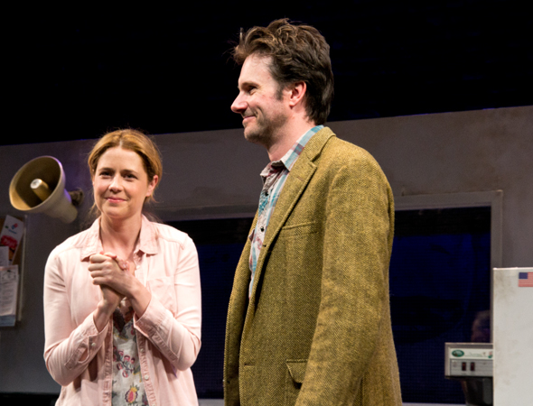 Get happy with Jenna Fischer and Josh Hamilton in <i>Reasons to Be Happy</i>, now running at the Lucille Lortel Theatre through June 29.<br />(© David Gordon)