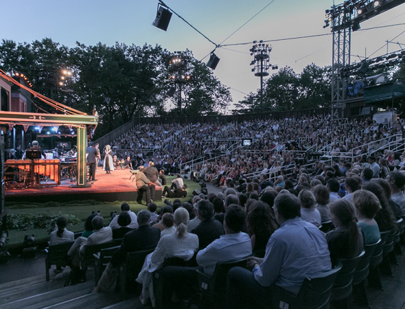 A bucolic evening at the Delacorte Theater in Central Park.<br />(© Simon Luethi)