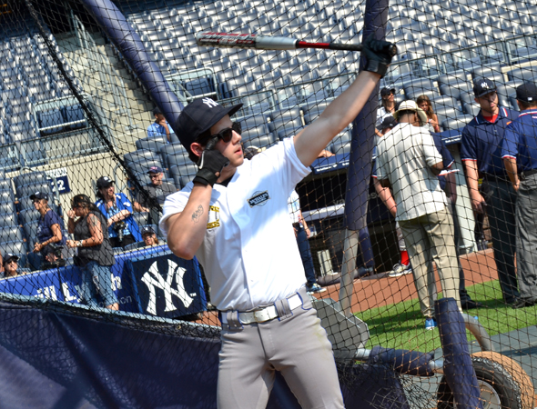 Nick Jonas warms up.<br />(© David Gordon)