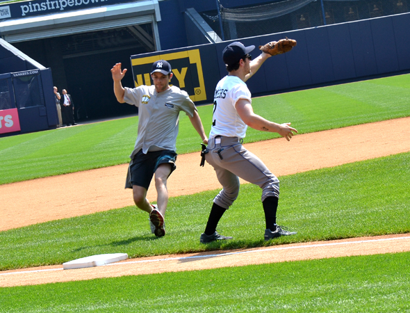 Jeremy Jordan runs into third.<br />(© David Gordon)