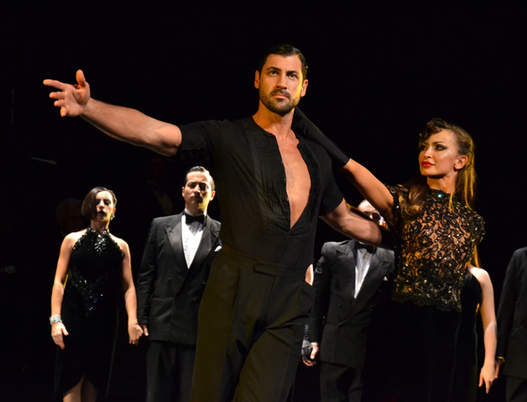 Maksim Chmerkovskiy and Karina Smirnoff take their bow.<br />(© David Gordon)