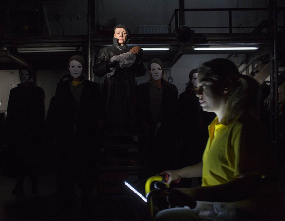 Frances Barber and the cast of <i>Julius Caesar</i>