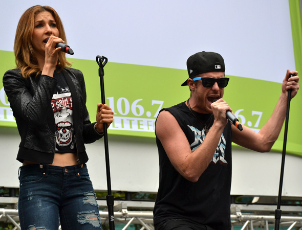Cassie Silva and Cody Scott Lancaster sing &quot;Don't Stop Believin'.&quot;<br />(© David Gordon)