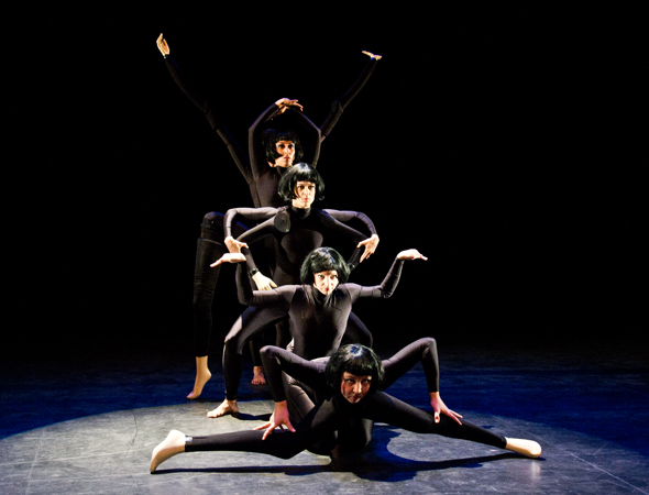 <i>Kinematik</i> finds a group of female dancers mimicking and manipulating mannequins while challenging the aesthetics of the perfect body in contemporary culture.<br />(© David Gordon)