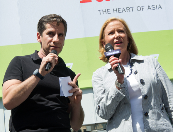 The concert was cohosted by <i>Unbroken Circle</i> star Eve Plumb (right) and the show's producer, Broadway musical director extraordinaire Seth Rudetsky (left).<br />(© David Gordon)