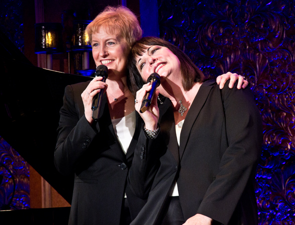 Liz and Ann Hampton Callaway sing a medley from their show, <i>Sibling Revelry</i>.<br />(© David Gordon)