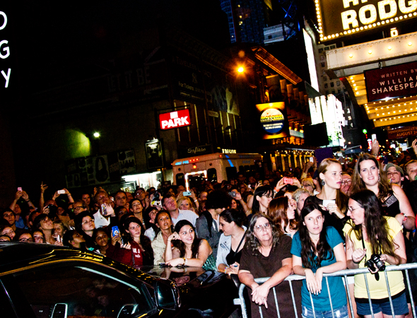 Fans spilled into West 46th Street to catch a glimpse of the cast.<br />(© David Gordon)