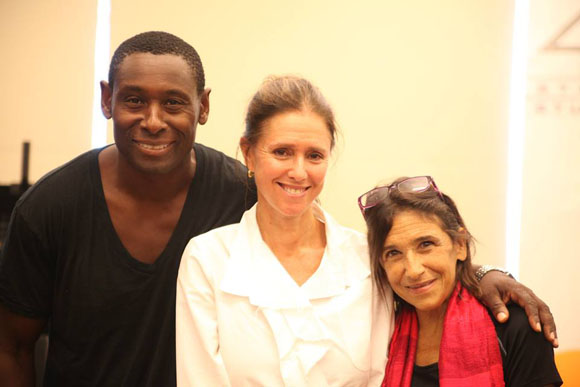 David Harewood (Oberon) and Kathryn Hunter (Puck) pose with their director, Julie Taymor.<br />(© Gerry Goodstein)