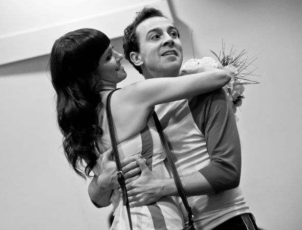Betsy (Brynn O'Malley) gazes adoringly at Jack (Rob McClure).<br />(© David Gordon)