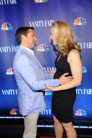 Raúl Esparza congratulates Katie Finneran on her new NBC series.<br />(© Jamie McCarthy/WireImage)