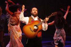 Eric Anderson as Rabbi Shlomo Carlebach in <i>Soul Doctor</i>.